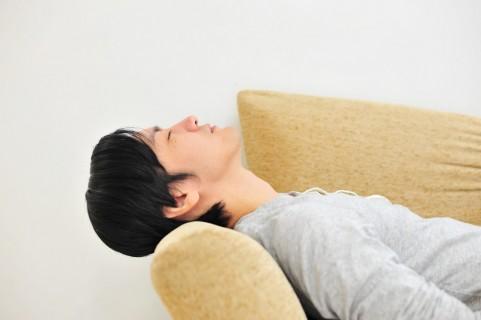 頚椎ヘルニアが原因で転倒!?その判別法と改善枕の作り方