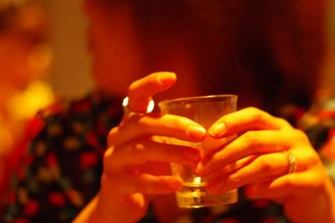 女性のアルコール摂取量と脳卒中に密接な関係