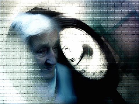 アルツハイマーは発症の20年前から進行中!?