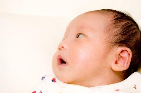 先天性耳瘻孔は何歳までに手術をするべきか