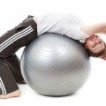 バランスボールの腹筋運動は少ない回数でも効く