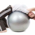 バランスボールは腹筋だけでなく脳ミソも鍛える