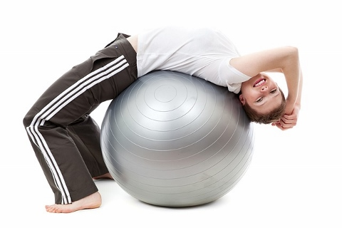 バランスボールで腹筋を鍛えるにはコツがあった