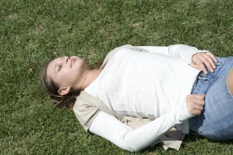 リンパの流れをよくする腹式呼吸のやり方とは?