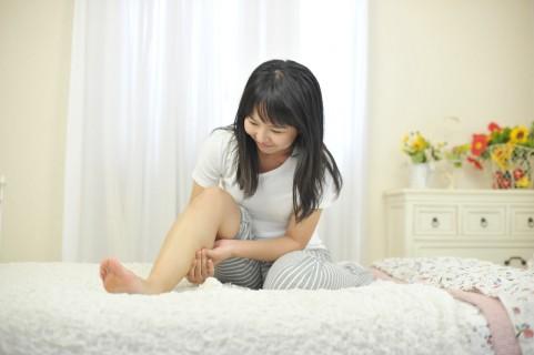 足裏の痛みを伴う足底腱膜炎はふくらはぎに原因