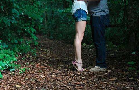 足のむくみ解消に効果的な着圧ソックスの選び方