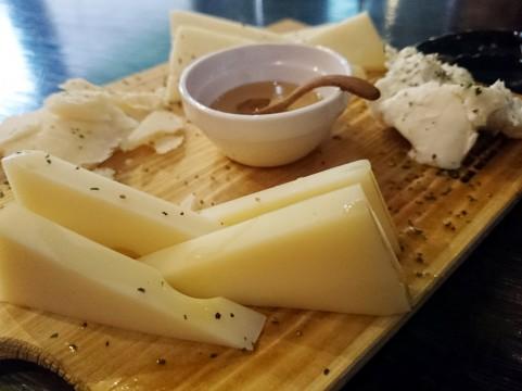 内臓脂肪レベルを減らせるチーズの食べ方とは?