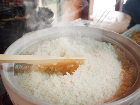 ご飯を土鍋でおいしく炊くための水加減と火加減