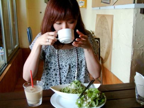 内臓脂肪レベルを上げてしまう食事のタイミング