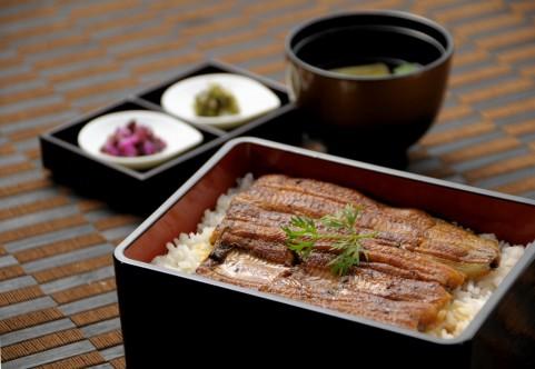 夏バテ予防の食べ物は朝カレーとウナギの白焼き