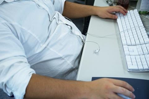 内臓脂肪レベルが高い原因は座りすぎ生活にある