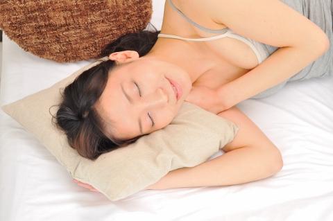 腸内環境改善のためにスカーフと手袋をして寝る