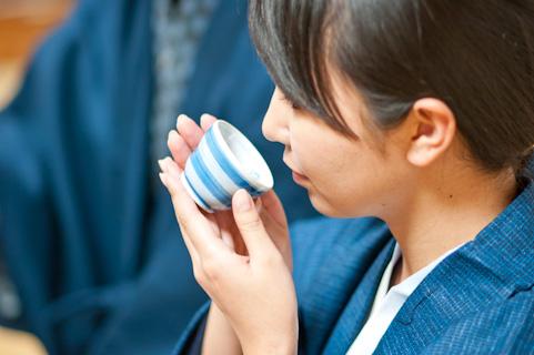 ホルモンバランスを整えるなら天然のお茶を飲む