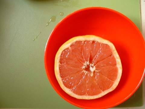 グレープフルーツは剥き方で健康効果が減少する