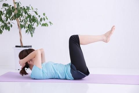 大腰筋の鍛え方は足を高く上げるレッグレイズ