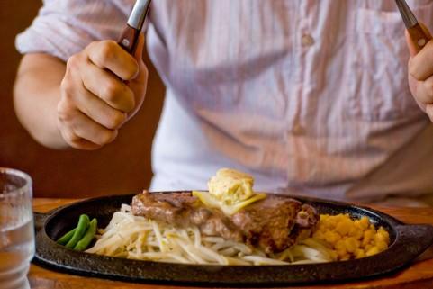 筋トレの食事メニューは時間帯にも注意が必要