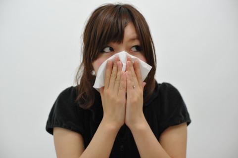 鼻づまり解消ツボ「天迎香」で花粉症を撃退する