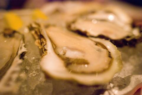 牡蠣を鍋で食べるなら加熱用が栄養豊富でうまい