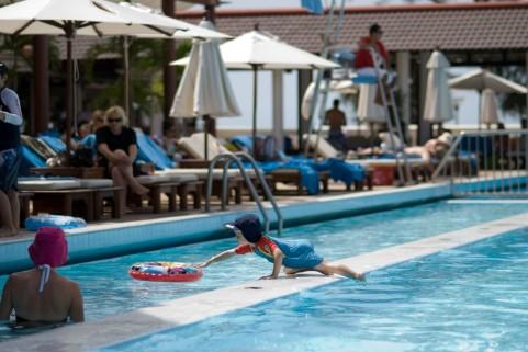 血圧を下げるには丸1日プールで遊ぶのが効果的