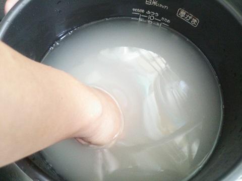 米の研ぎ方で必ず溜めておいた水を使用する理由