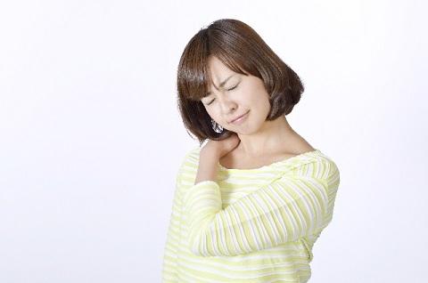 まぶたのたるみが原因の肩こりの改善マッサージ