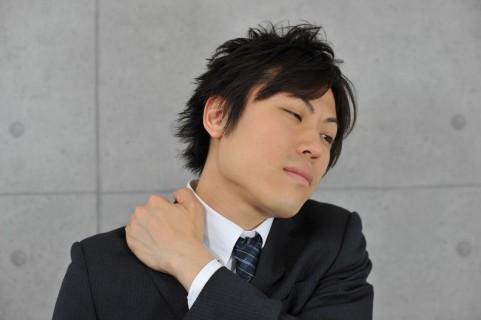 肩こり解消ストレッチは肩甲骨をハの字に動かす