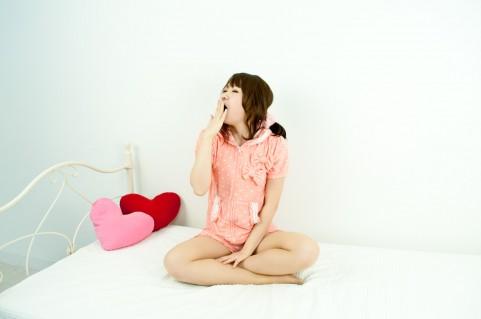 睡眠不足の影響で肥満になってしまうメカニズム