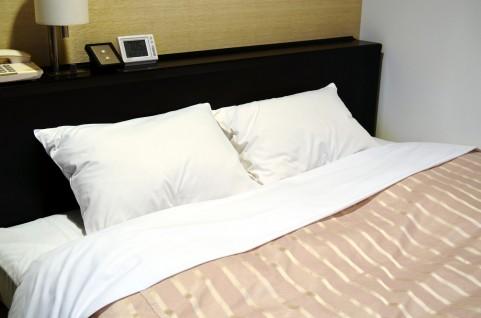 快眠方法に不可欠!毛布はかけ布団の上にかける