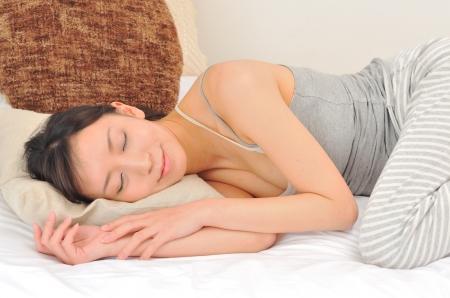 よく眠れる方法のNG行為「ひじを出して寝る」