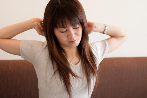 菱形筋の緊張は腕を垂らしてブラブラ回すと治る