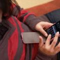 腰痛を予防するスマートフォンの使い方
