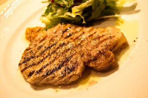 食中毒の予防にはハンバーグよりレアステーキ
