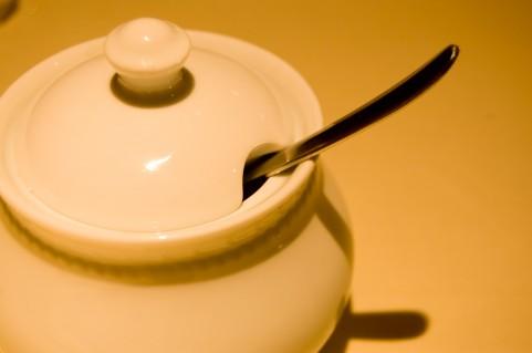 上白糖が固まる原因は湿気ではなく乾燥