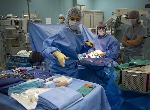 下肢静脈瘤の治療はレーザーで血管を収縮させる