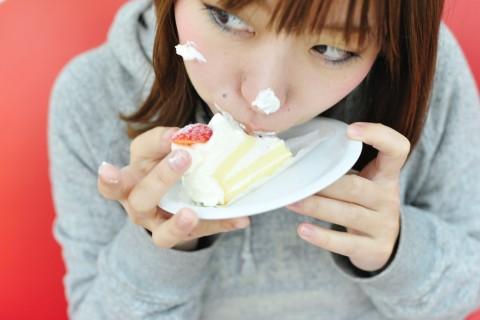 痛風の食べ物はプリン体オフより甘いものに注意