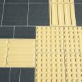 インナーマッスルの鍛え方「点字ブロック歩き」