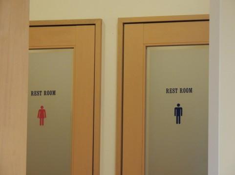 熟年離婚の原因の1つに尿ハネによるトイレ汚れ