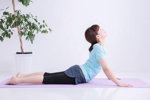 膵臓の働きをよくする体操はうつ伏せ上体反らし