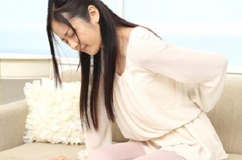 寝る前のストレッチで腰痛を元から解消する方法