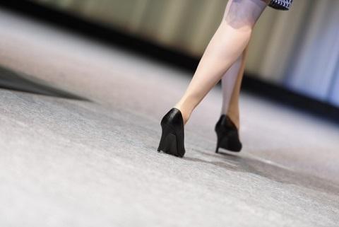 足首が硬い人は歩くだけでねじれが発生している